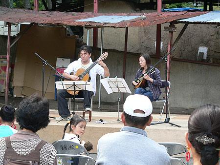 ギター&マンドリン1〜小久慈焼陶芸苑『秋の感謝祭』こはく街道