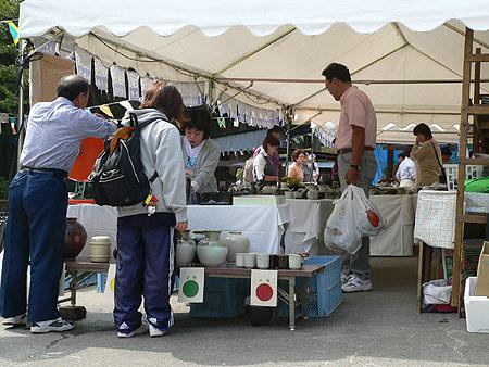 会場風景〜小久慈焼陶芸苑『秋の感謝祭』こはく街道