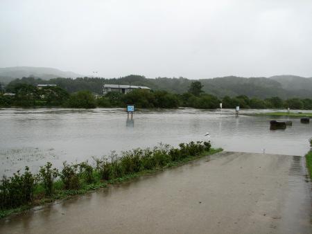 大雨で長内川増水
