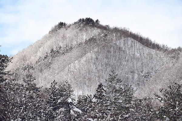 雪景色の山根六郷節分祭